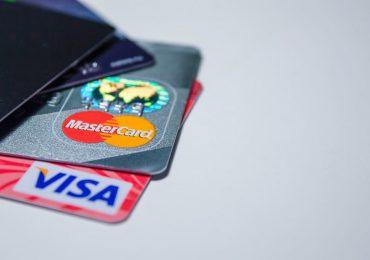 Płatność kartą od 10 zł. Sprzedawcy cieszą się, oszczędzając grosze. Klienci mają dość
