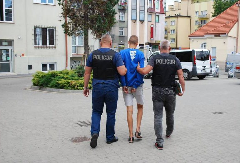 Łańcut: Napastnik, który ranił dwie osoby w Kosinie usłyszał zarzuty