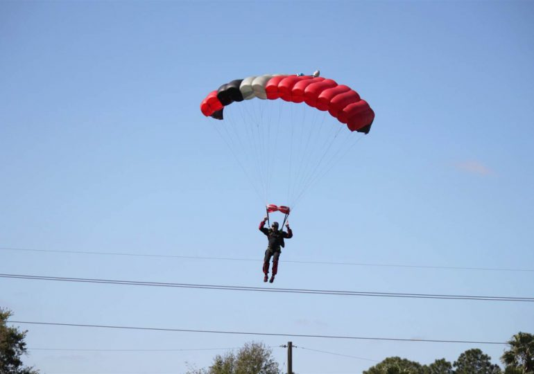Nisko: Paralotniarz zawisł na przewodach linii energetycznej