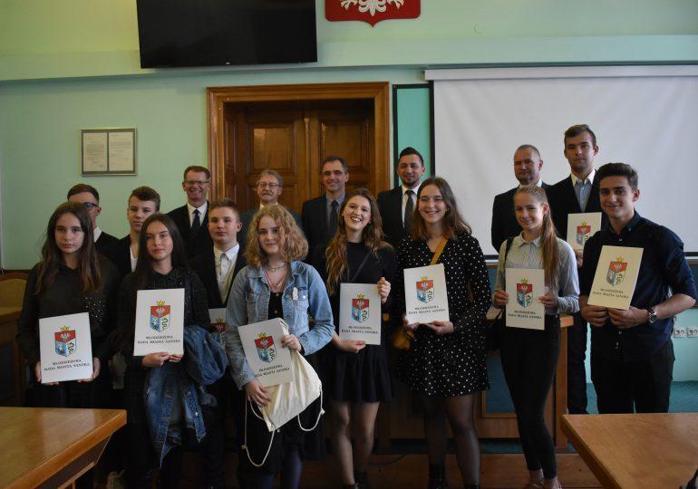 Sanok: Zaprzysiężenie Młodzieżowej Rady Miasta Sanoka