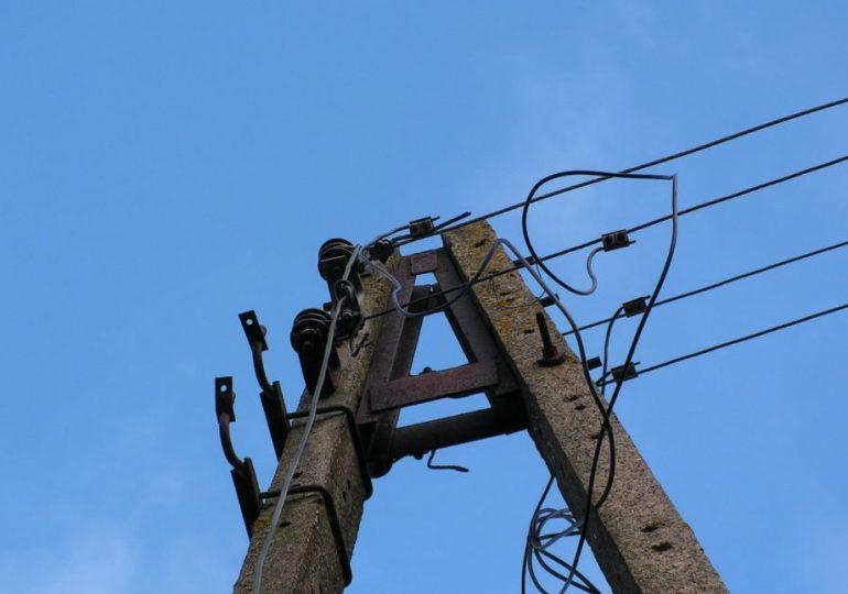 Strzyżów: Właściciel posesji nielegalnie podłączył się do linii energetycznej i kradł prąd. Grozi mu do 5 lat więzienia