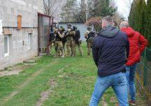 Ropczyce: Akcja kontrterrorystów w Będziemyślu. Policjanci zatrzymali 26-latka