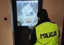 Brzozów: Siekierą zdewastował drzwi w budynku posterunku w Dydni