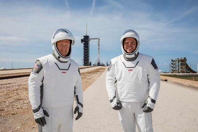 Technologia: Historyczny moment dla NASA i SpaceX. Kapsuła Dragon z dwoma astronautami zacumowała do ISS