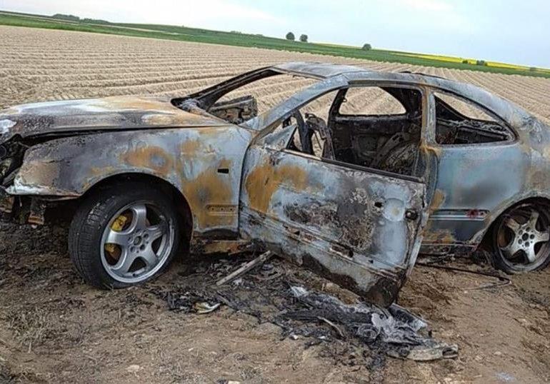 """Dębica: Kręcili """"bączki"""", aż doprowadzili do pożaru auta [fotorelacja]"""