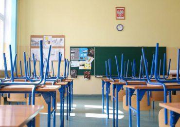 Polska: Od poniedziałku zamknięcie szkół ponadpodstawowych w strefie czerwonej, w żółtej nauka hybrydowa