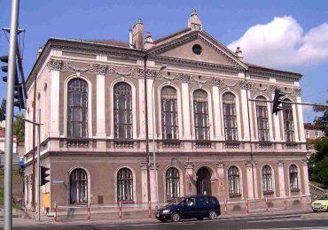 Jarosław: Nowy dach na początek remontu przyszłej siedziby Powiatowego Ogniska Baletowego [fotorelacja]