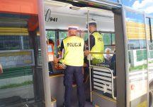 Rzeszów: Policyjne kontrole w autobusach miejskich. Policjanci wypisują mandaty na 500 zł za brak maseczki