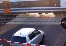 Leżajsk: 54-latek w nissanie utknął na przejeździe kolejowym