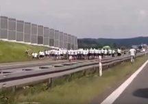 Polska: Ustawka pseudokibiców na autostradzie A4 koło Brzeska
