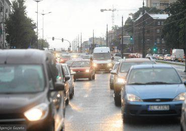 Przeworsk: Niebezpieczna zabawa wśród młodzieży: przebieganie przed autami na ruchliwych drogach