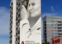 Stalowa Wola: Papież wsparty na pastorale – tak będzie wyglądał mural na stalowowolskim wieżowcu