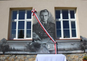 Ropczyce: Odsłonięcie i poświęcenie muralu Ppłk. Ludwika Marszałka w Brzezinach