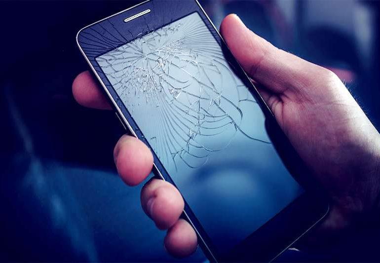 Technologia: Ile kosztuje naprawa telefonu? Kiedy opłaca się wymienić część, a kiedy kupić nowy smartfon ?