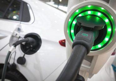 Technologia: Nowe baterie grafenowe mają pozwolić na ładowanie samochodu elektrycznego w 15 sekund.