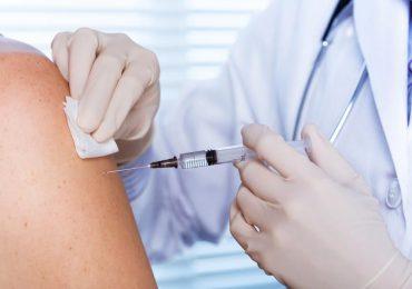 Zdrowie: Za odmowę zaszczepienia się na grypę pracodawca może zwolnić z pracy.