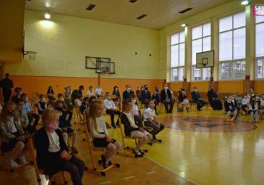 Sanok: Szkoły rozpoczęły nowy rok szkolny w trybie stacjonarnym [fotorelacja]