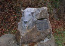 Ustrzyki Dolne: Wandale zdewastowali obelisk w Mucznem