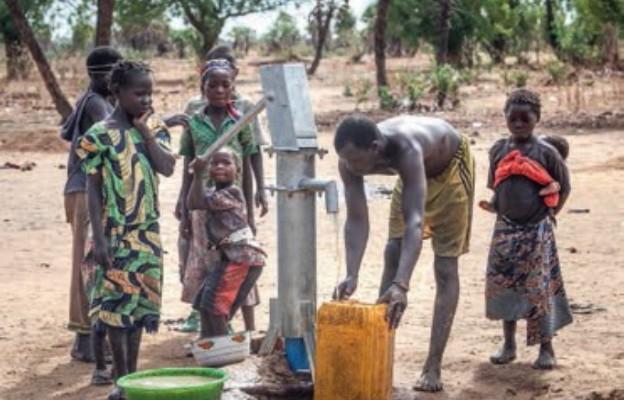 Przeworsk: Zbiórka makulatury na budowę studni w Czadzie wznowiona