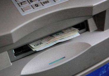 Tarnobrzeg: Ktoś nie odebrał pieniędzy w bankomacie. Pieniądze na zapominalską osobę czekają na KMP