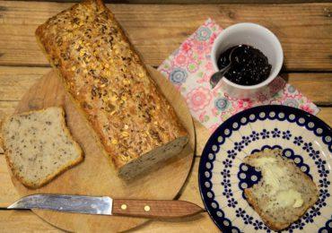 Kulinaria: Prosty przepis na chleb domowy z ziarnami