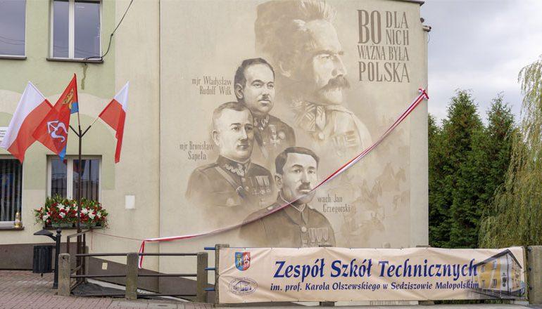 Ropczyce: Odsłonięcie muralu w Sędziszowie Małopolskim ,,Bo dla Nich Ważna Była Polska''