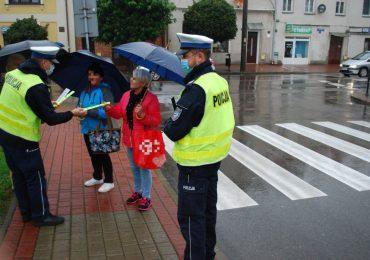 Ropczyce: Policjanci zachęcali do noszenia odblasków