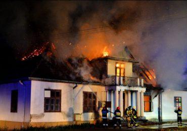 Krosno: Spłonął zabytkowy dwór Sulimirskich w Kobylanach
