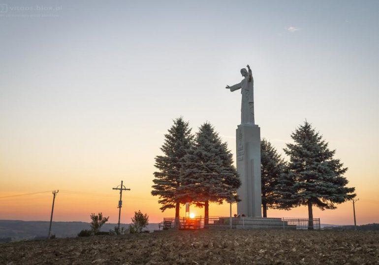 Ropczyce: Zwiedzamy Podkarpacie - Pomnik Chrystusa Króla w Małej