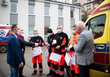 Krosno: Świąteczny prezent od VIVO! dla ratowników medycznych
