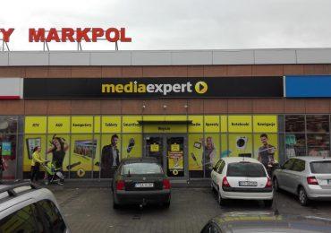 Tarnobrzeg: Włamanie do sklepu Media Expert. Sprawcy ukradli sprzęt za 200 tys. zł.