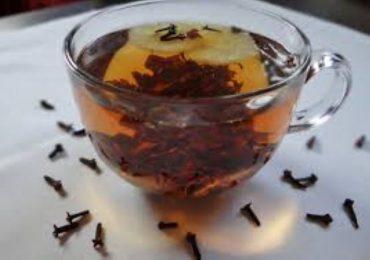 Porady: Herbata z goździkami - właściwości zdrowotne. Na co pomoże napar z goździków?