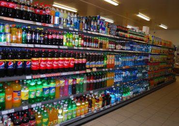 Biznes: Mimo podatku cukrowego te napoje nie podrożeją