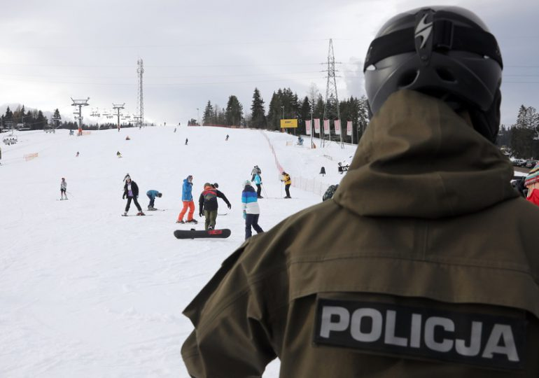 Ustrzyki Dolne: Wspólne kontrole policjantów i pracowników sanepidu na stokach narciarskich.