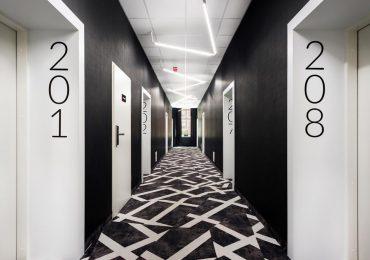 Biznes: Hotele na nowo otwarte. Polacy masowo rezerwują noclegi.