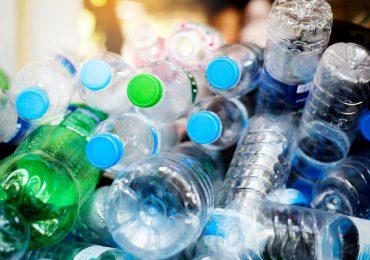 """Polska: Polacy zapłacą """"Minimum 50 groszy"""" kaucji za plastikowe butelki i puszki"""