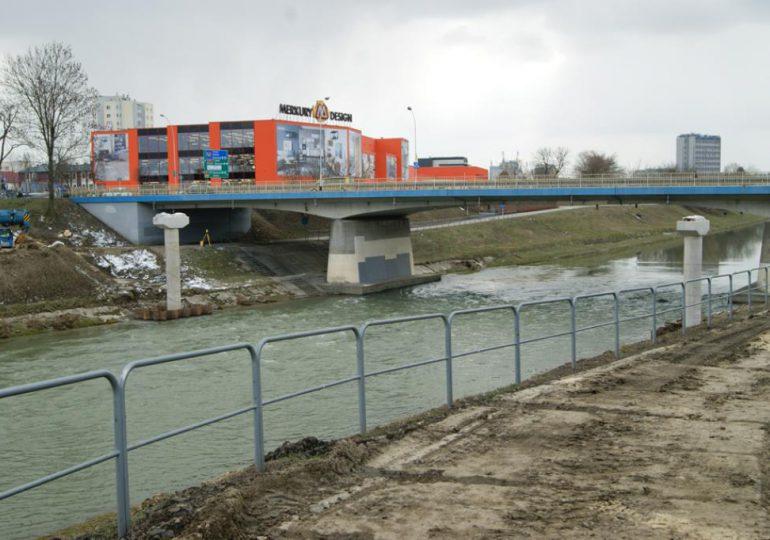 Rzeszów: Budowa kładek rowerowych. Zamknięte schody przy moście Lwowskim
