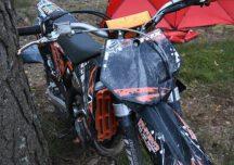 Lubaczów: Nie żyje 41-letni motycyklista. Jeźdżąc w lesie uderzył w drzewo.
