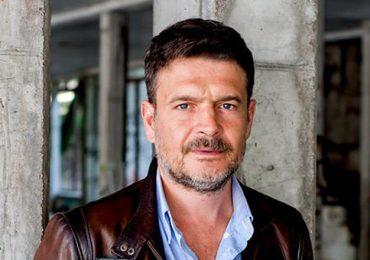 Krosno: Pisarz i scenarzysta popularnych seriali Igor Brejdygant na spotkaniu w bibliotece