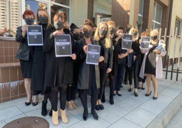 Stalowa Wola: Czarny protest przed komendą policji